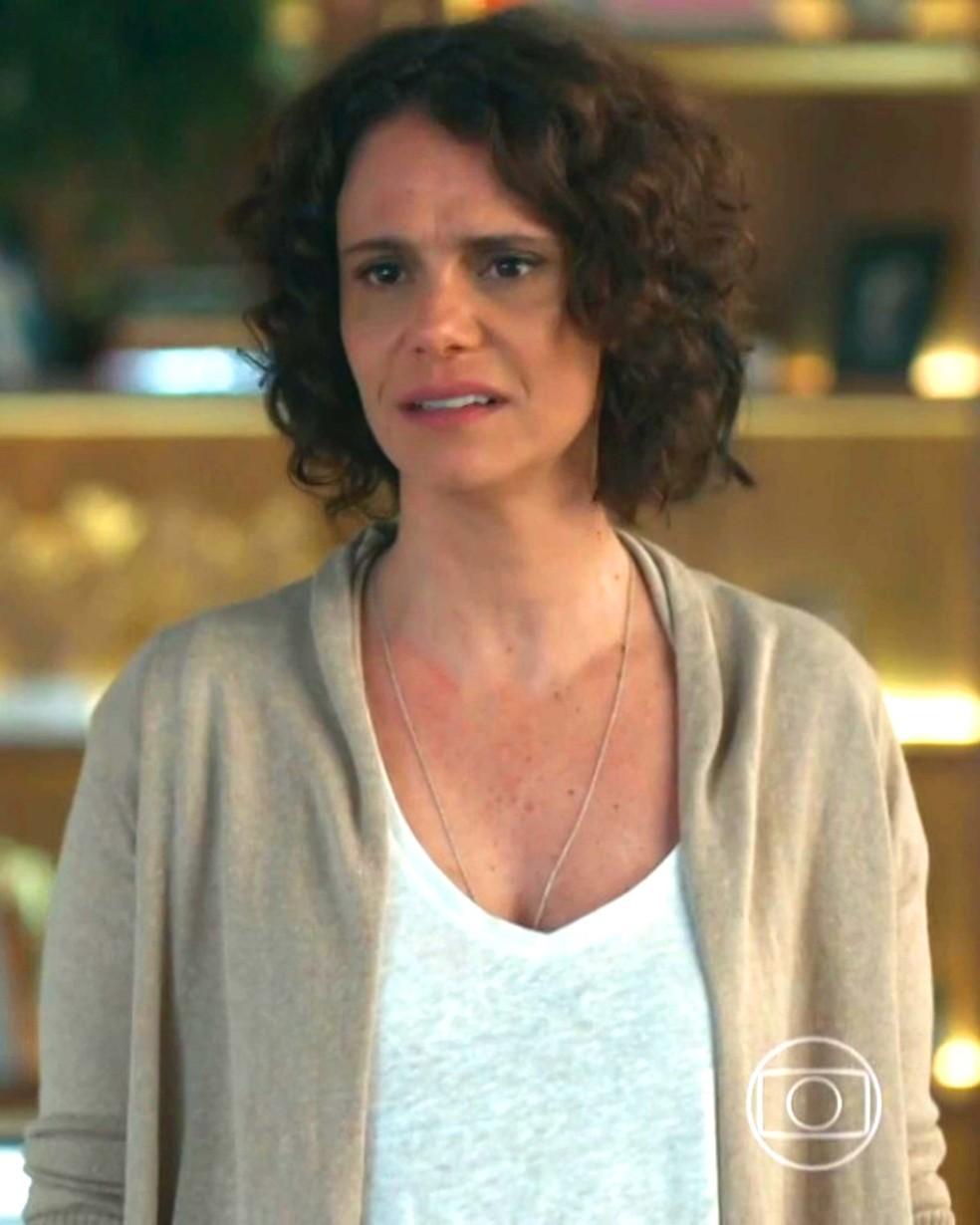 Marta (Malu Galli) se desespera ao saber de segredo de Edgar (Marcello Antony) — Foto: Globo
